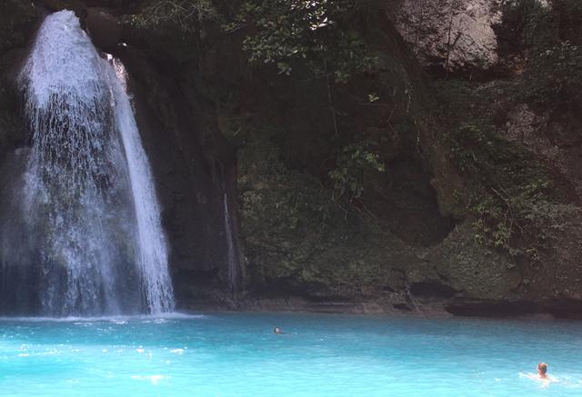 Filipiny-kawasan-falls-2