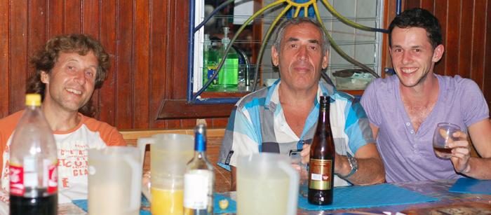 Náhodné stretnutie. Ujo Peter zo Slovenska žijúci vo Švédsku. Každý rok vycestuje ako lastovička stráviť Zimu v teplých krajinách, kde zotrvá 6 mesiacov. Jeden mesiac ho vyjde na 1000 Eur a to si tam vôbec nežije zle.